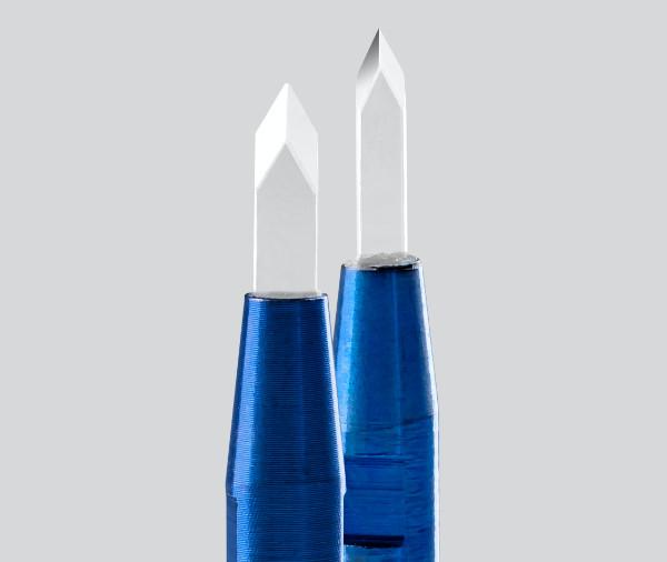 Duas lâminas de safira concebidos para abertura de canal precisa