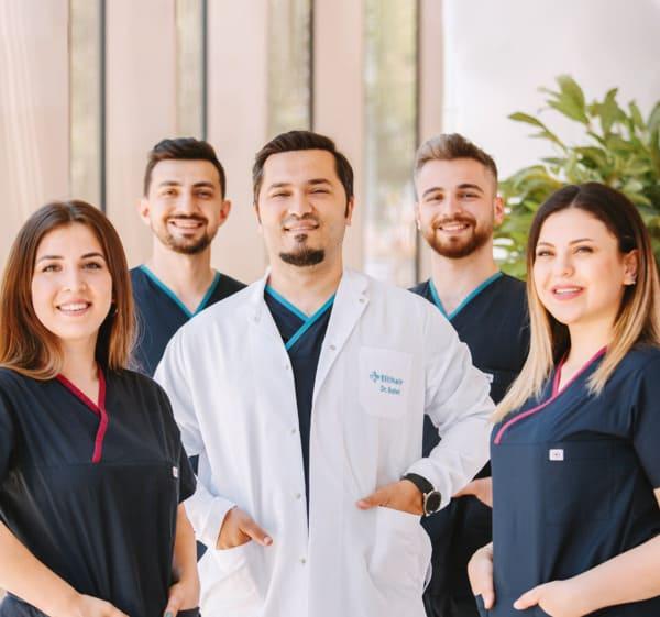 Dr. Balwi e sua equipa de especialistas da Elithair