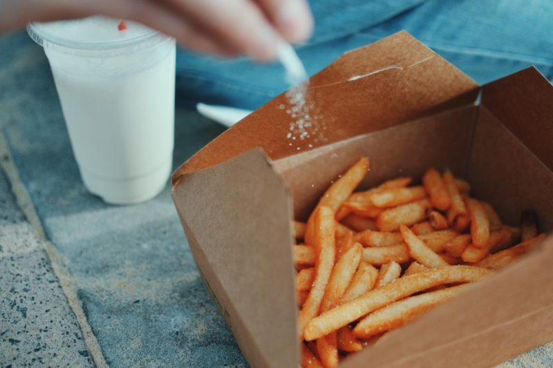 las papas fritas ayudan a prevenir la calvicie