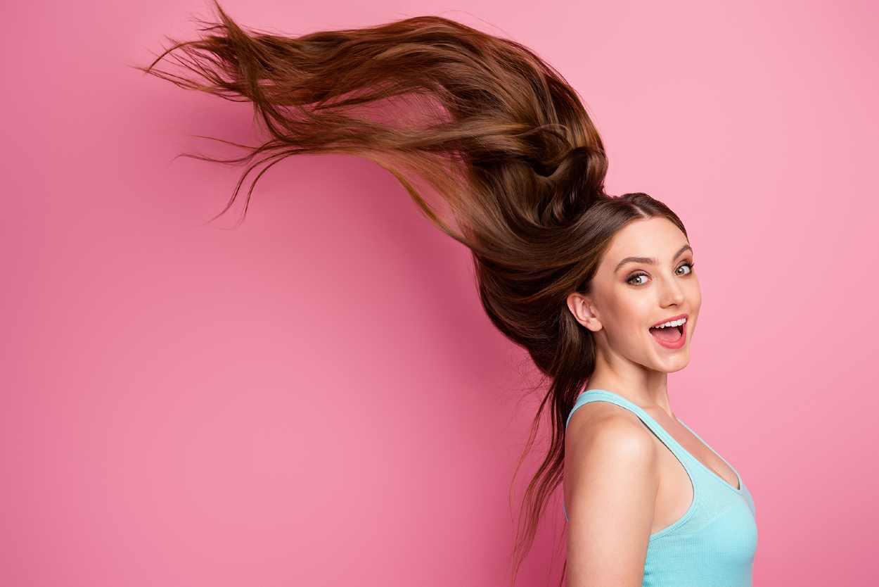 Mujer con pelo muy largo