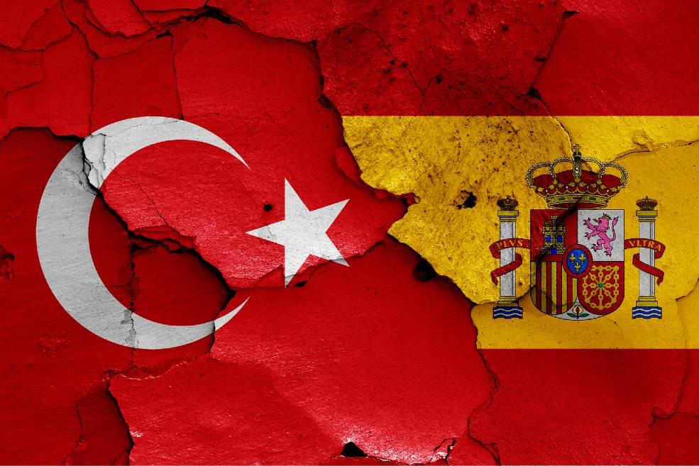 Banderas Turquía y España unidas