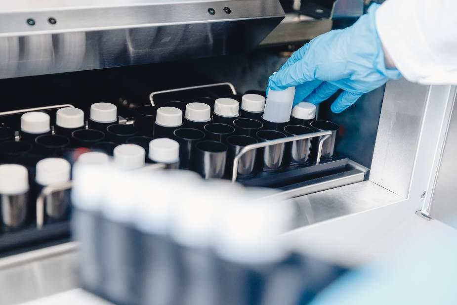 Laboratorio de clonación capilar con muestras científicas
