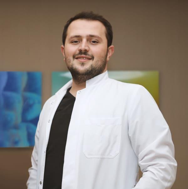 Portrait foto del Dr. Fadil Balwi