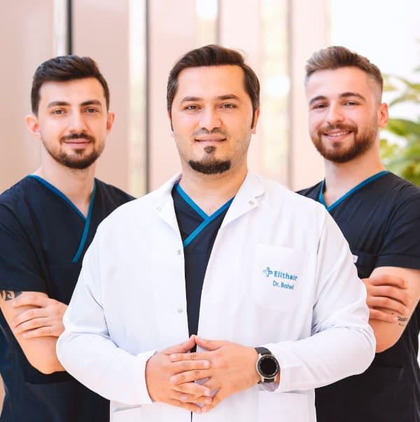 El Dr. Balwi con el equipo médico de Elithair