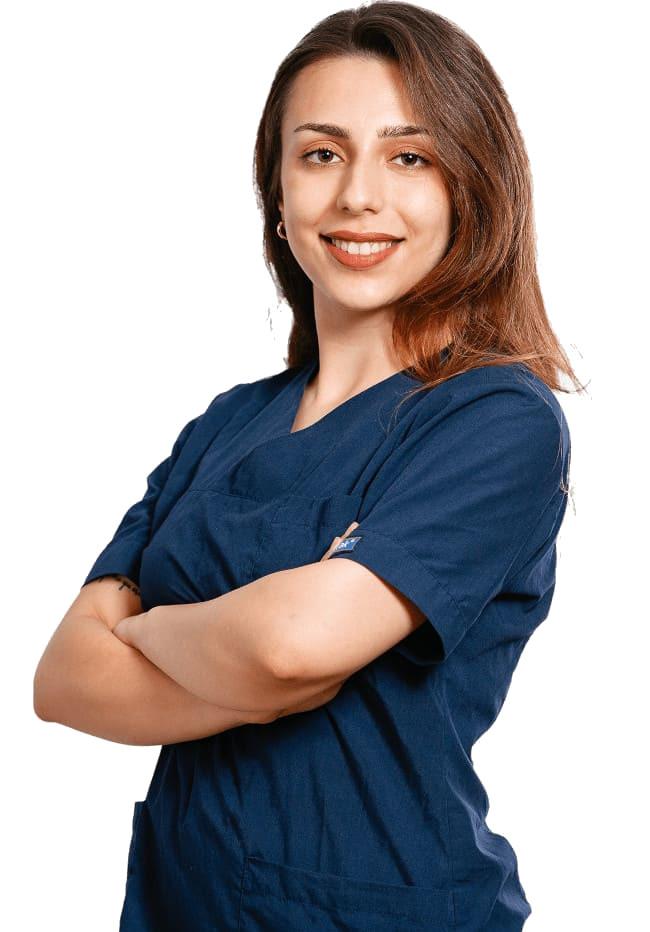 Mujer del equipo médico de Elithair que ofrece un servicio de máxima calidad